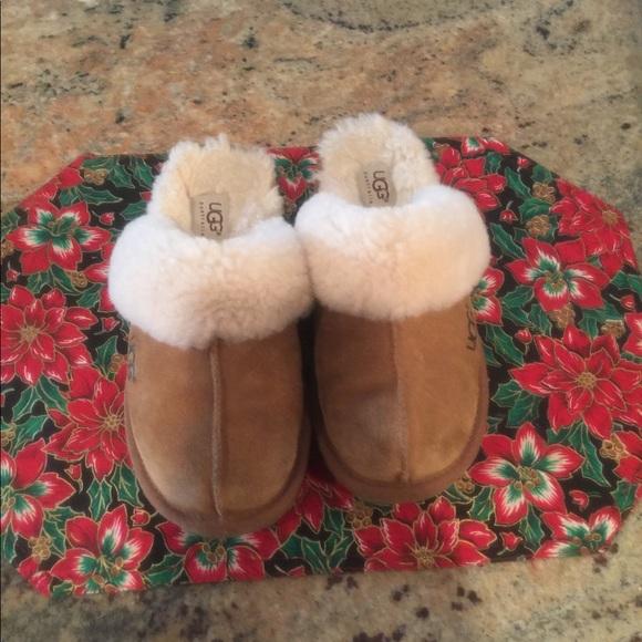 fe07f7531ea Ugg Slippers Cozy II Girl size 4. chestnut